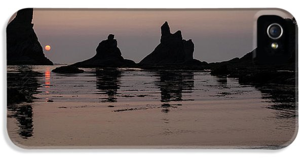 Oregon Coast iPhone 5 Cases - Orb Descending iPhone 5 Case by Mike Reid