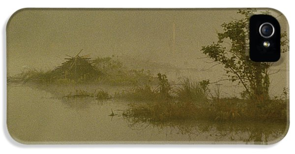 House Md Art iPhone 5 Cases - The Lodge In The Mist iPhone 5 Case by Skip Willits