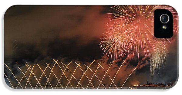 Fire Works iPhone 5 Cases - Winterlude Festival Opening.. iPhone 5 Case by Nina Stavlund