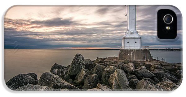 Huron Harbor Lighthouse IPhone 5 / 5s Case by James Dean