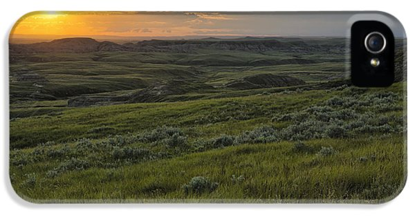 Sunset Over Killdeer Badlands IPhone 5 / 5s Case by Robert Postma