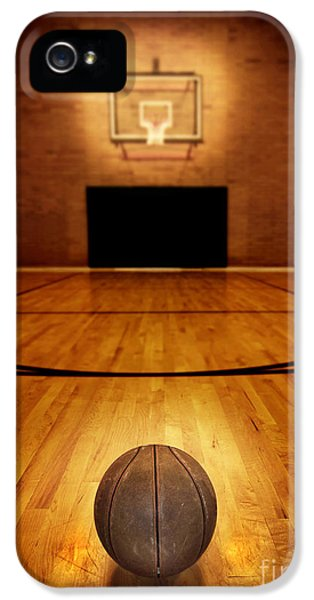 Basketball And Basketball Court IPhone 5 / 5s Case by Lane Erickson