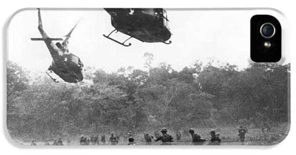 Army Airborne In Vietnam IPhone 5 / 5s Case by Underwood Archives