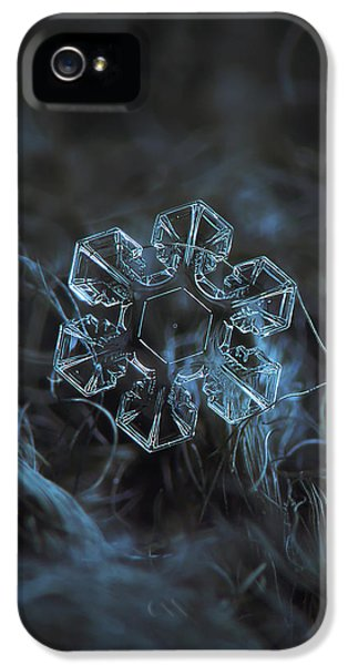 Snowflake Photo - The Core IPhone 5 / 5s Case by Alexey Kljatov