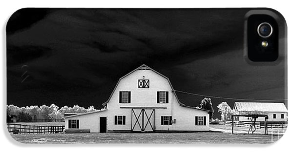 Barn Storm IPhone 5 / 5s Case by Julian Bralley