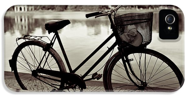 Bicycle By The Lake IPhone 5 / 5s Case by Dave Bowman