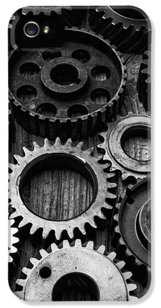 Black And White Gears IPhone 5 / 5s Case by Garry Gay