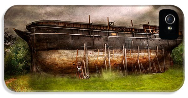 Suburbanscenes iPhone 5 Cases - Boat - The construction of Noahs Ark iPhone 5 Case by Mike Savad