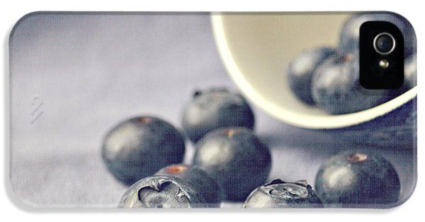 Bowl Of Blueberries IPhone 5 / 5s Case by Lyn Randle
