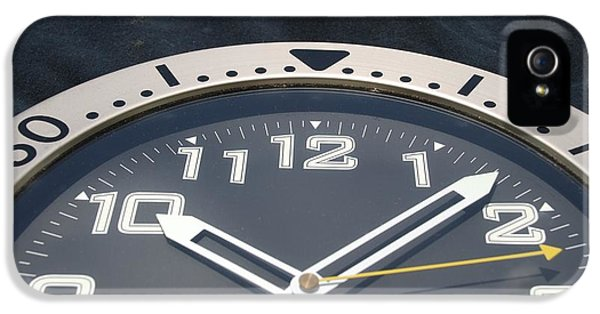 Clock Face IPhone 5 / 5s Case by Rob Hans