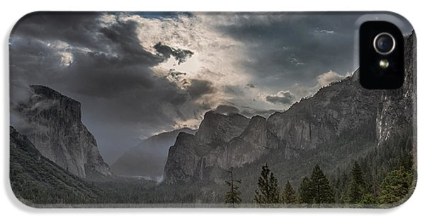 Clouds And Light IPhone 5 / 5s Case by Bill Roberts