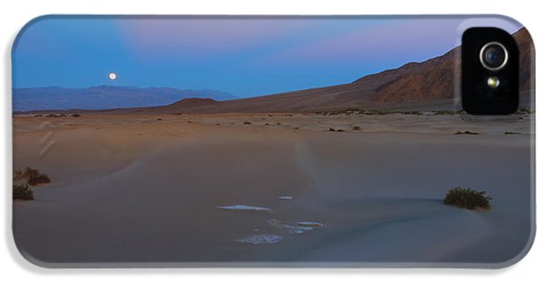 Moonrise iPhone 5 Cases - Death Valley Moonrise iPhone 5 Case by Mike Dawson