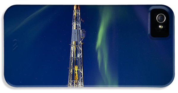 Equipment iPhone 5 Cases - Drilling Rig Saskatchewan iPhone 5 Case by Mark Duffy