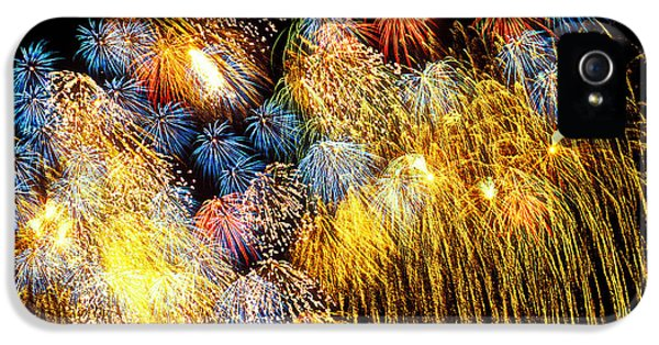 Fireworks Exploding  IPhone 5 / 5s Case by Garry Gay