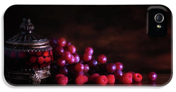 Grape Raspberry IPhone 5 / 5s Case by Tom Mc Nemar