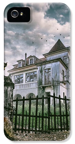 Haunted House And A Cat IPhone 5 / 5s Case by Carlos Caetano