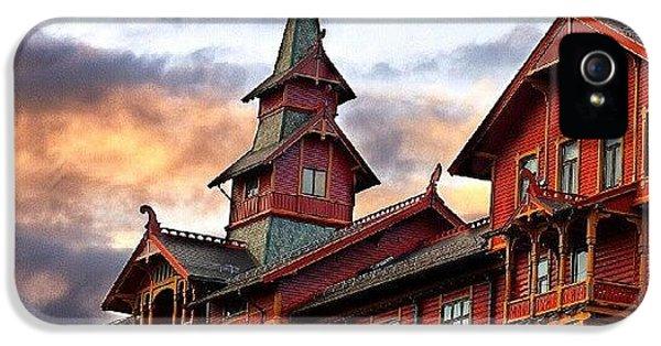 Holmenkollen Hotell IPhone 5 / 5s Case by Torbjorn Schei