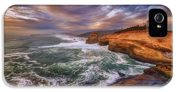 Oregon Coast iPhone 5 Cases - Kiwanda Views iPhone 5 Case by Darren  White