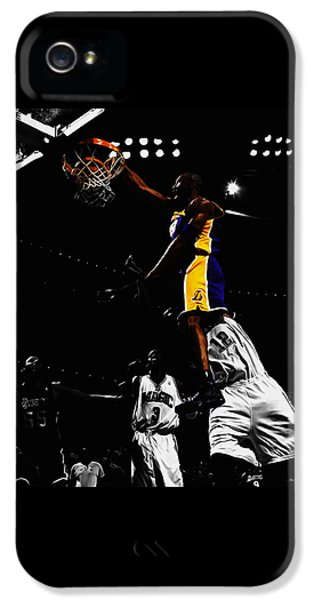 Kobe Bryant On Top Of Dwight Howard IPhone 5 / 5s Case by Brian Reaves