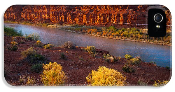 Desolate iPhone 5 Cases - Last Light at San Juan River iPhone 5 Case by Inge Johnsson