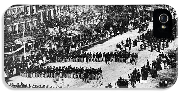 The White House Photographs iPhone 5 Cases - Lincolns Funeral Procession, 1865 iPhone 5 Case by Photo Researchers, Inc.