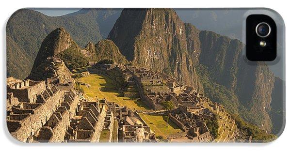 Mountain iPhone 5 Cases - Machu Picchu At Dawn Near Cuzco Peru iPhone 5 Case by Colin Monteath