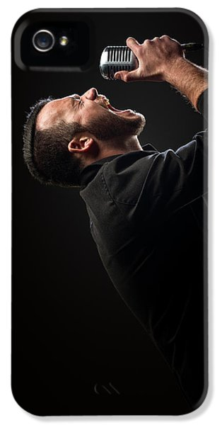 Male Singer Singing In Mic IPhone 5 / 5s Case by Johan Swanepoel