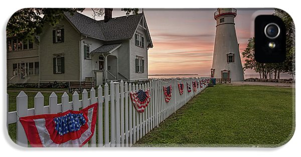 Marblehead Memorial  IPhone 5 / 5s Case by James Dean