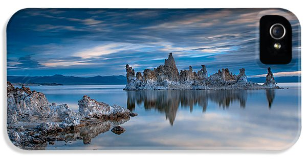 Mono Lake Tufas IPhone 5 / 5s Case by Ralph Vazquez