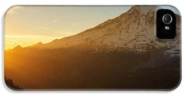 Mount Rainier Evening Light Rays IPhone 5 / 5s Case by Mike Reid