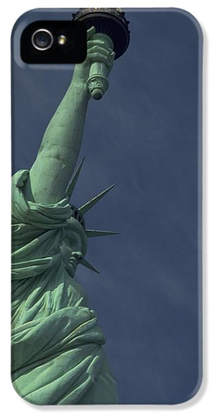 IPhone 5 / 5s Case featuring the photograph New York by Travel Pics