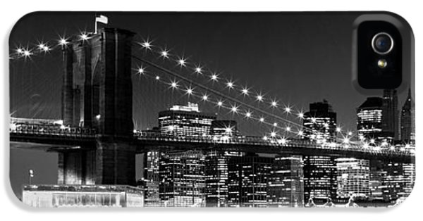 Harbour iPhone 5 Cases - Night Skyline MANHATTAN Brooklyn Bridge bw iPhone 5 Case by Melanie Viola