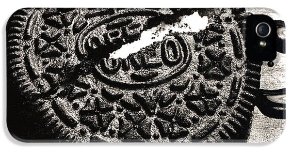 Oreo Cookie IPhone 5 / 5s Case by Nancy Mueller