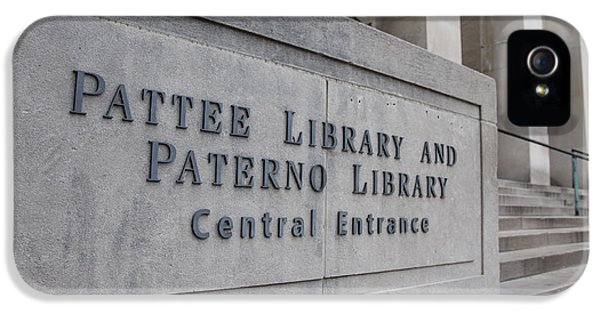Paterno Library At Penn State  IPhone 5 / 5s Case by John McGraw
