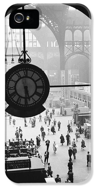 Penn Station Clock IPhone 5 / 5s Case by Van D Bucher and Photo Researchers