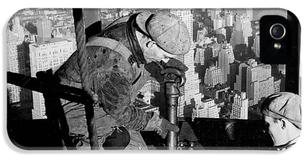 Riveters On The Empire State Building IPhone 5 / 5s Case by LW Hine
