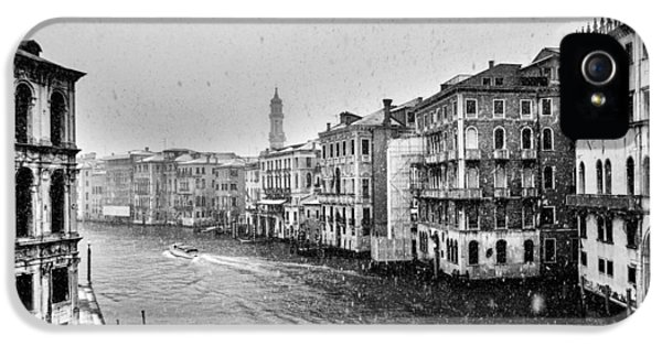 Black Snow iPhone 5 Cases - Snowy day in Venice iPhone 5 Case by Yuri Santin