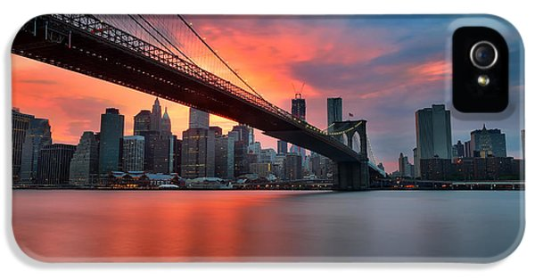 Sunset Over Manhattan IPhone 5 / 5s Case by Larry Marshall