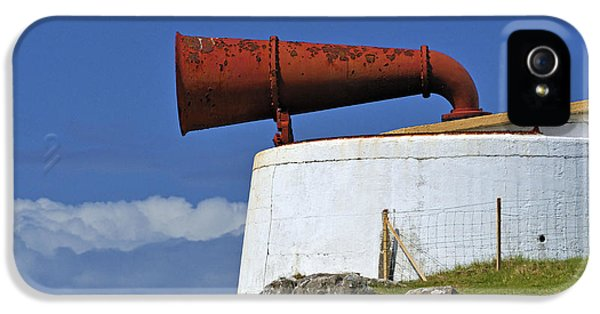 Foghorn iPhone 5 Cases - The foghorn at the lighthouse. iPhone 5 Case by Stan Pritchard
