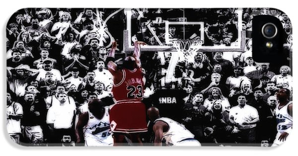 Pippen iPhone 5 Cases - The Last Shot 5 iPhone 5 Case by Brian Reaves