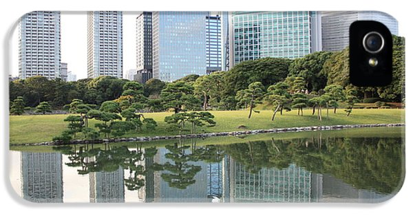 Tokyo Skyline Reflection IPhone 5 / 5s Case by Carol Groenen