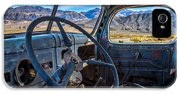 Truck Desert View IPhone 5 / 5s Case by Peter Tellone