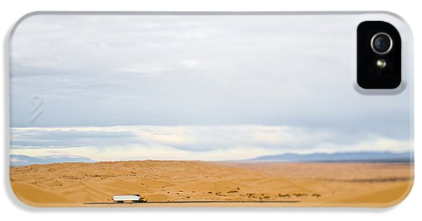 Truck Driving Through Desert IPhone 5 / 5s Case by Eddy Joaquim