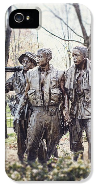 Vietnam Veterans Statue IPhone 5 / 5s Case by Lisa Russo