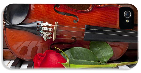 Violin With Rose On Piano IPhone 5 / 5s Case by Garry Gay