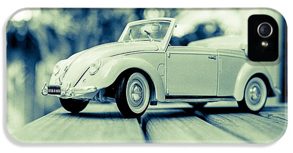 Vw Beetle Convertible IPhone 5 / 5s Case by Jon Woodhams