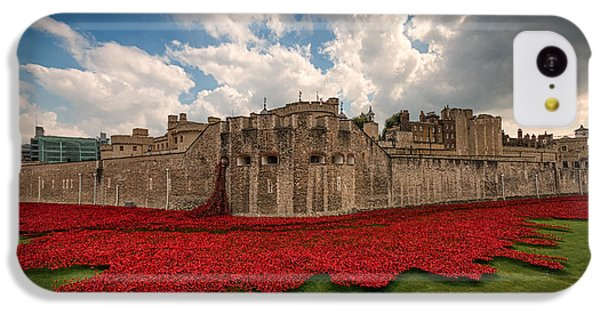 Tower Of London Remembers.  IPhone 5c Case by Ian Hufton