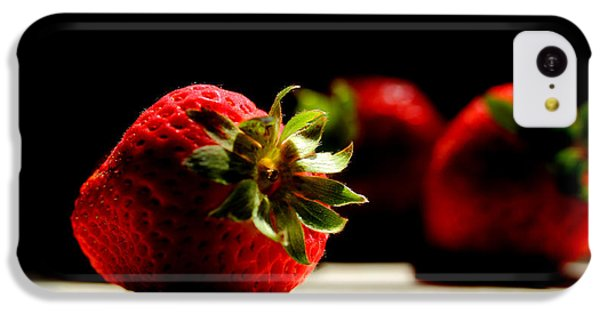 Countertop Strawberries IPhone 5c Case by Michael Eingle