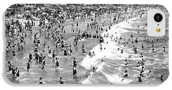 Santa Monica Beach In December IPhone 5c Case by Underwood Archives