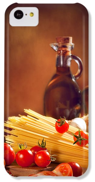Spaghetti Pasta With Tomatoes And Garlic IPhone 5c Case by Amanda Elwell